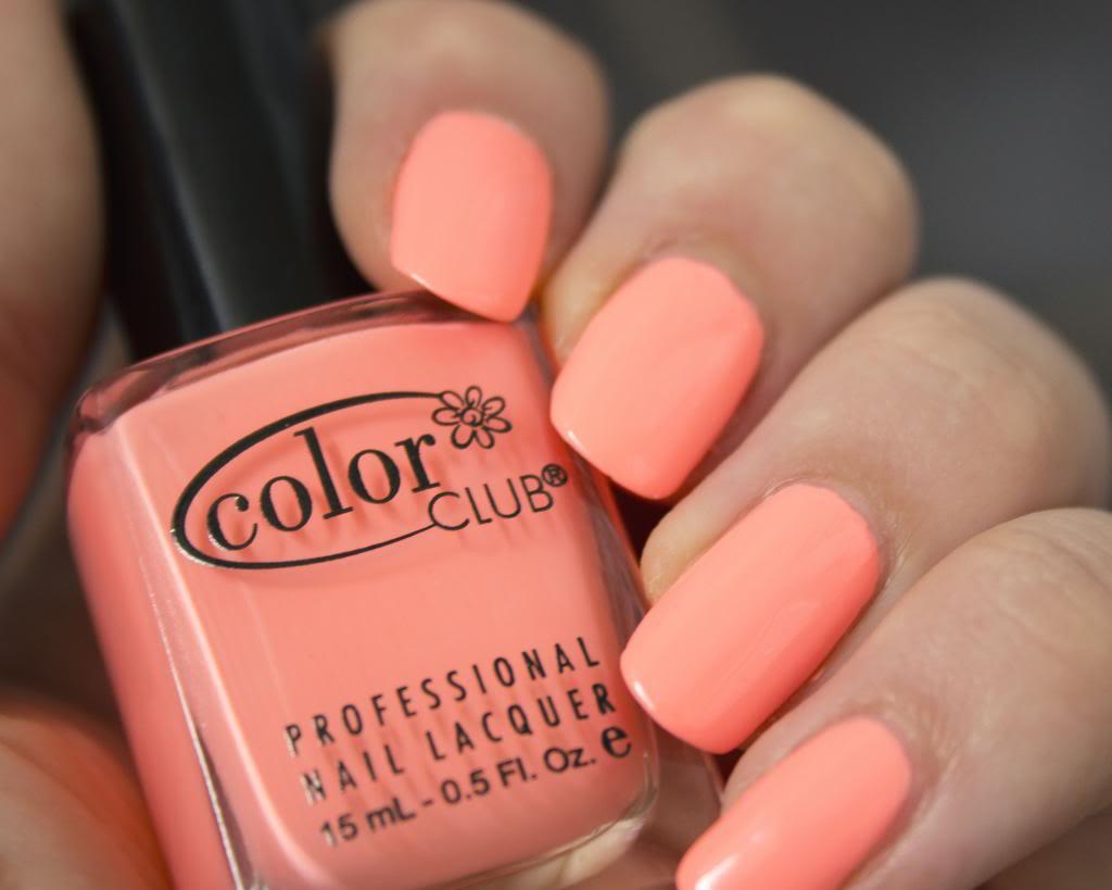 manucure nail art néon fluo avec East Austin de Color Club parfait pour l'été simple et rapide à réaliser