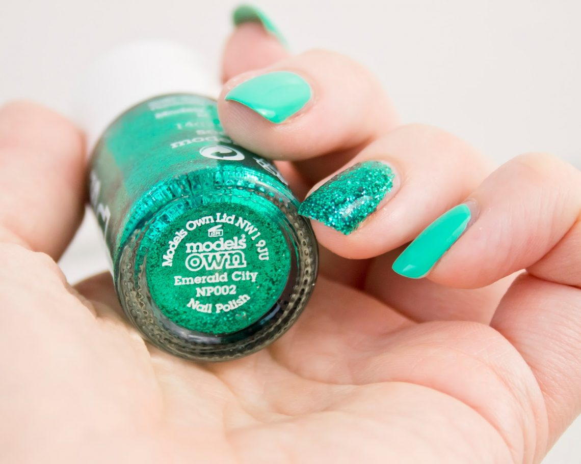 Manucure avec Green Berry et Emerald City