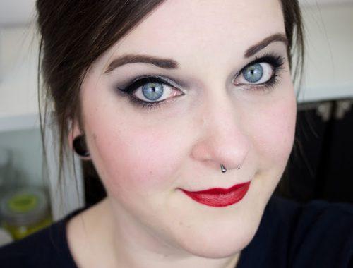 regard de braise makeup yeux closeup mlle nostalgeek couleurs froide yeux bleus naked smoky urban decay hivers