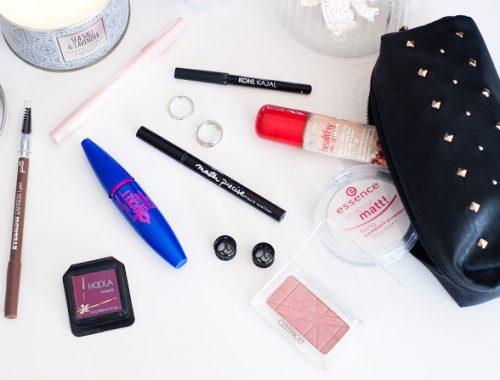 What's in my travel makeup bag produits que j'emporte avec moi lorsque je pars en vacances