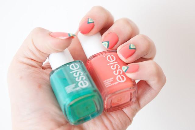 Manucure nail art géométrique colorée pour débutante
