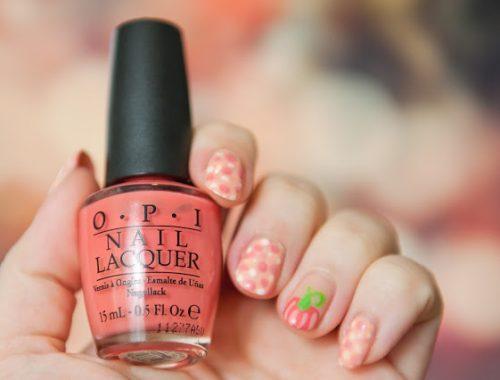 manucure nail art halloween automnale avec motif de citrouille avec OPI Essie et KIKO facile et rapide à réaliser