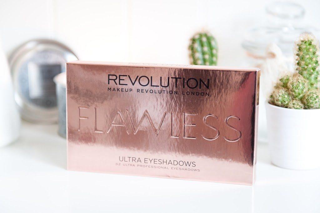 Palette de fards à paupière automnale de qualité à petit prix Flawless Ultra Eyeshadows de Makeup Revolution revue et swatch