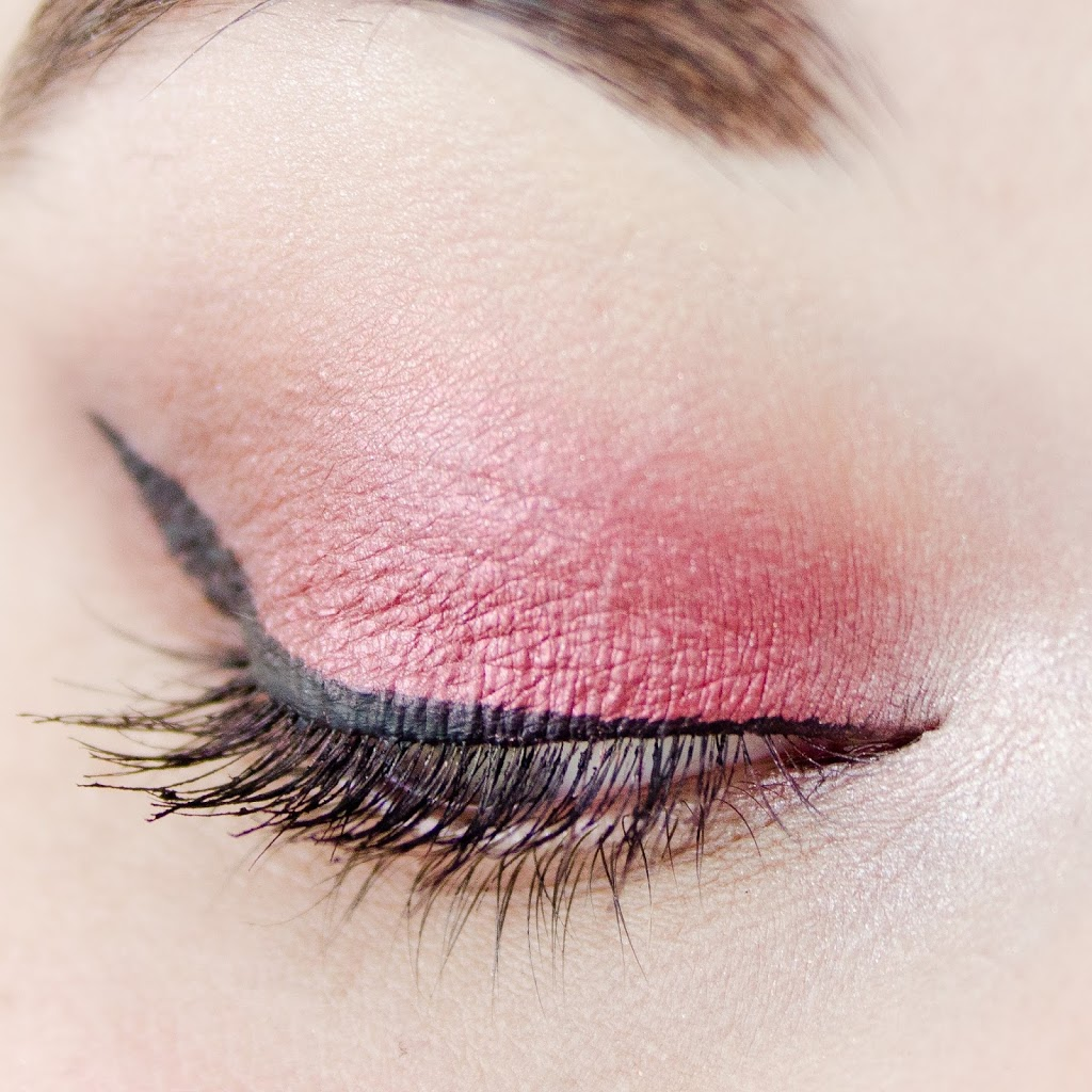look automnale bordeaux avec la palette flawless de Makeup Revolution Sleek et Maybelline