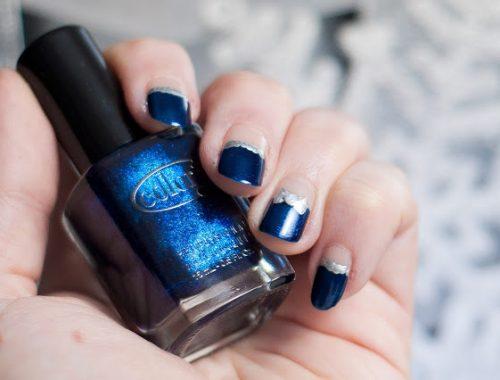 manucure nail art rapide et simple à réaliser cadeau de noel bleu et argenté parfait pour les fêtes